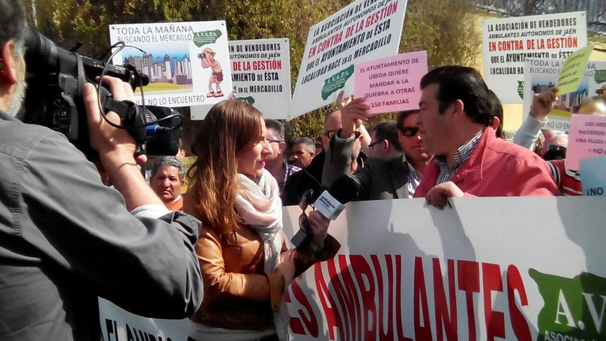 Avapa protesta por la ubicación del mercadillo