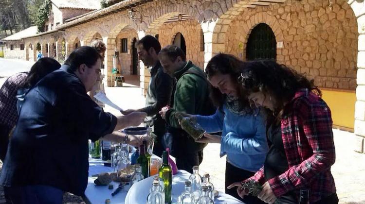 Artesanos de los licores en la Torre del Vinagre