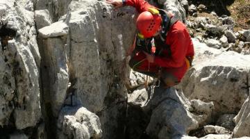 Espeleólogo del GEV en plena expedición