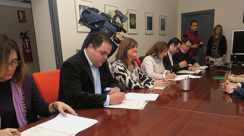 Diputación y Junta renuevan el acuerdo para atender a menores desprotegidos en municipios de menos de 20.000 habitantes