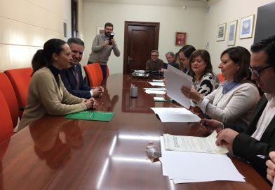 La Junta pone en marcha un programa con 1,7 millones para apoyar a las familias con menores en riesgo