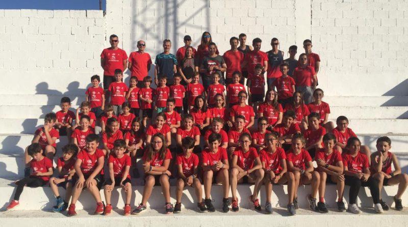 Unos 160 estudiantes se reúnen con Martín Fiz en el Centro Cultural de La Carolina