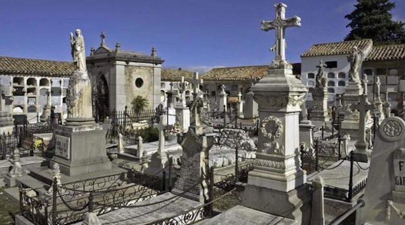 """Los cementerios de Jaén amplían su horario por los Santos y se preparan para estas fechas con una """"intensa actividad"""""""