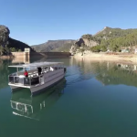 El barco solar del Tranco, con mejoras en su accesibilidad, volverá a navegar tras las restricciones de movilidad