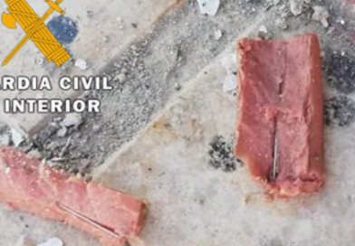 Un vecino de Torredonjimeno se enfrenta a diez meses de cárcel por poner comida para mascotas con alfileres